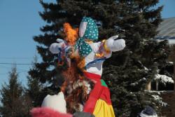Масленица – один из самых почитаемых русских праздников, символизирующих проводы зимы и обновление природы Традиции празднования Масленицы уходят далеко вглубь нашей истории. Но так же, как и раньше, этот праздник принято встречать с размахом, с песнями, плясками, конкурсами. 13 марта в с. Иглино состоялось празднование Масленицы.