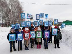 4 марта капсулу вечного огня встретили администрация и жители села Ивано-Казанка.
